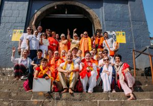 Group photo at the feet of the Vajreshwari Temple